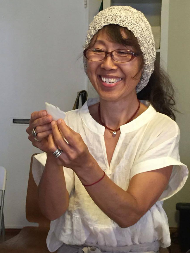 650 Sanae shoing a half moon onion