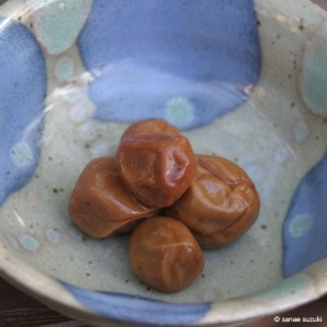 650-kazukos-umeboshi-plum-with-our-blue-bowl